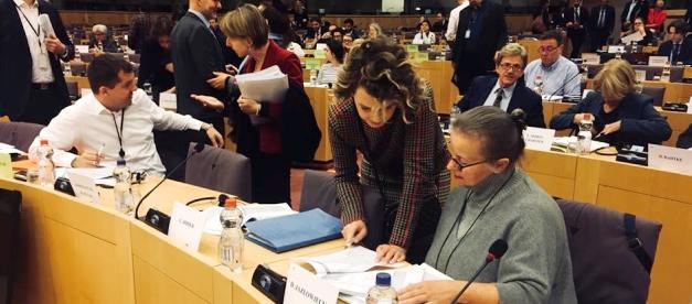 Europosłowie z komisji ds. zatrudnienia przyjęli dzisiaj stanowisko w sprawie rewizji rozporządzeń dotyczących koordynacji systemów zabezpieczenia społecznego. Udało się ogromną większością głosów odrzucić pomysł indeksacji świadczeń rodzinnych. Przyjęto także dobre zapisy dotyczące świadczeń z tytułu bezrobocia.